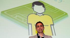 Velasco Carballo informó en persona al seleccionador nacional de las nuevas normas. EFE/Archivo