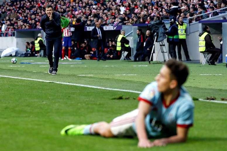 Cardoso defendió a su futbolista Emre Mor en rueda de prensa. EFE