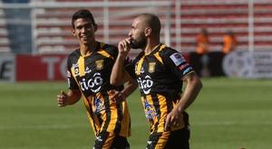 Ernesto Cristaldo (d) defenderá los colores de Fuerza Amarilla. EFE/Archivo