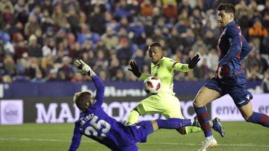 O Arsenal solicita o empréstimo de Malcom. EFE