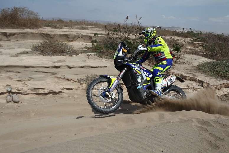 En la imagen, motociclista español Lorenzo Santolino (Sherco). EFE/Archivo