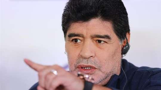 Maradona se volcó con Sala. EFE