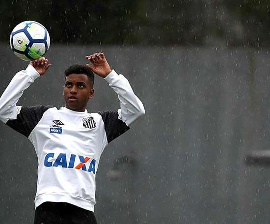 Santos aimerait étendre le prêt du joueur. EFE