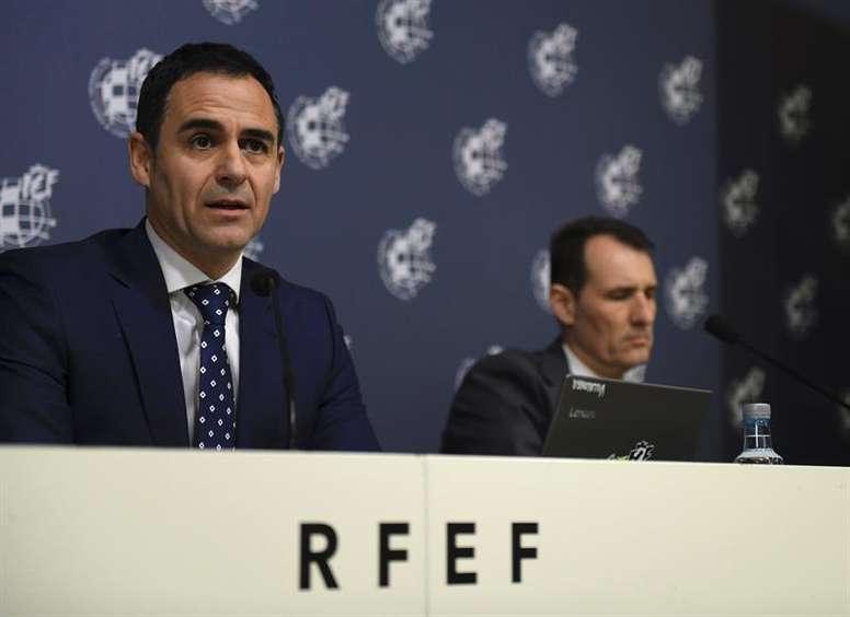 Velasco Carballo valoró la actuación de los colegiados. EFE