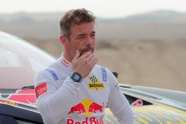 El francés Sebastien Loeb se apresta a conducir su vehículo Ph-Sport hoy, durante la novena etapa del Rally Dakar 2019, en Pisco (Perú). EFE