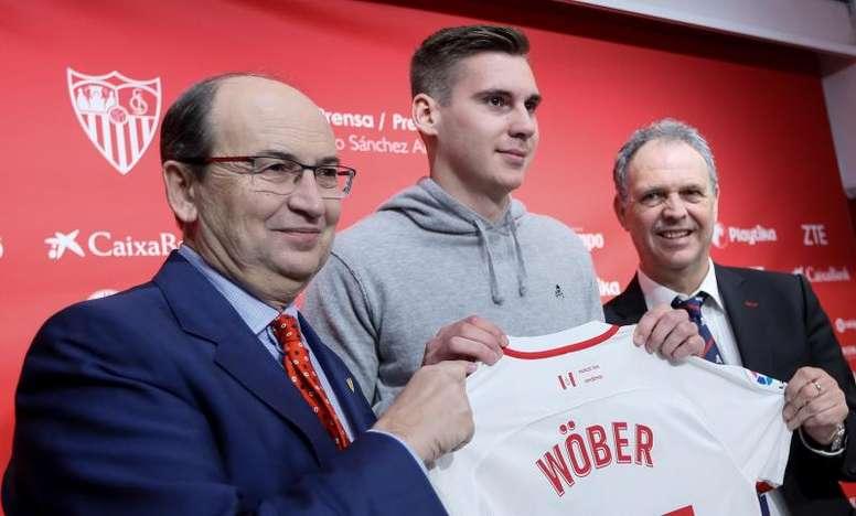 Wöber a réalisé l'entraînement du jour. EFE