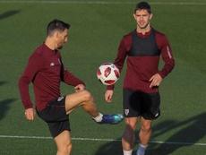 Aún se desconoce cuando podrán volver a jugar Aduriz y Raúl García. EFE/Archivo
