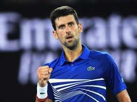 El tenista serbio Novak Djokovic celebra su victoria ante el ruso Daniil Medvedev durante el partido. EFE