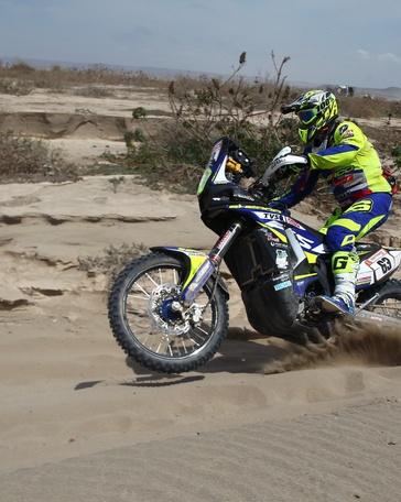 En la imagen, el motociclista español Lorenzo Santolino. EFE/Archivo