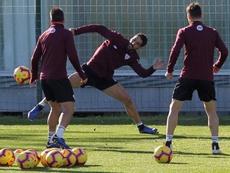 Raúl García hizo ejercicios de balón con cierta intensidad. EFE/Archivo