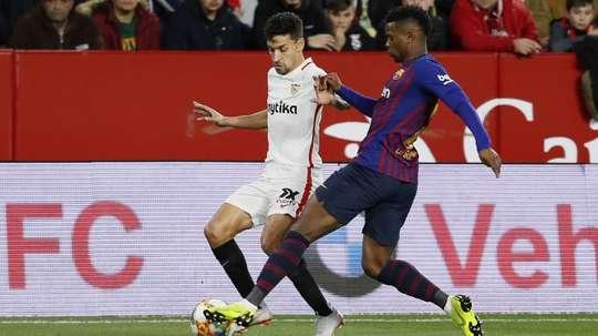 Jesus Navas battles for possession with Nelson Semedo. EFE