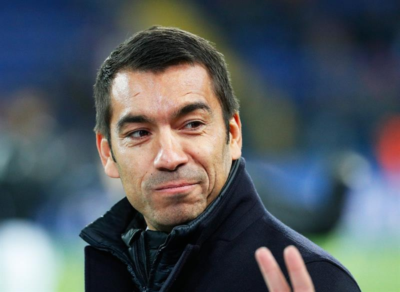 El Manchester City ficha a Van Bronckhorst para sustituir a Guardiola