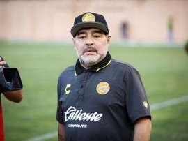 Maradona foi atingido por uma garrafa. EFE/Archivo