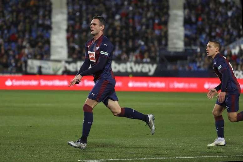 Kike García acabó el partido contra el Huesca con la nariz rota. EFE/Archivo