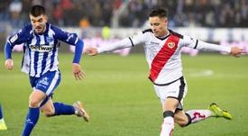 El Betis aprieta por Álex Moreno, que duda por el Barça. EFE