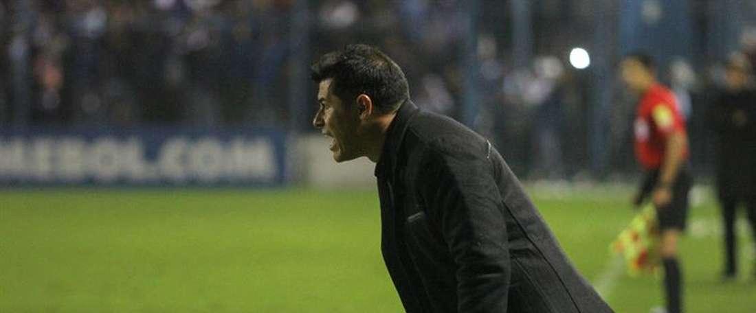 Jorge Almirón no consigue arrancar el proyecto de San Lorenzo. EFE