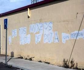 Pintadas en Aranda de Duero contra el técnico. EFE