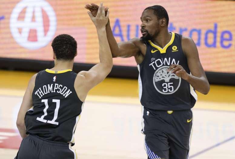En la imagen, los jugadores de los Warriors de Golden State Kevin Durant (d) y Klay Thompson (i). EFE/Archivo