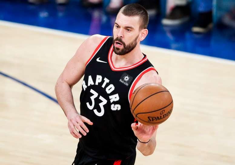 El pívot Marc Gasol durante la primera mitad del partido de baloncesto de la NBA entre los Raptors de Toronto y los New York Knicks en el Madison Square Garden de Nueva York. EFE