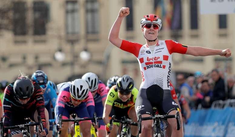La corredora belga del equipo Lotto Soudal Ladies, Lotte Kopecky, se ha impuesto en el sprint de la 1ª Vuelta CV Féminas, con un tiempo de 2:08:19, en una única etapa entre Paterna y Valencia, de 88.5 kilómetros. EFE