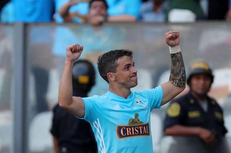 Costa, de Sporting Cristal a Colo Colo. EFE