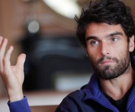 En la imagen un registro del tenista español Pablo Andújar, quien por una lesión en la pierna izquierda no pudo disputar el principal torneo de tenis de Brasil. EFE/Archivo