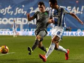 Mikel Vesga reconoció estar dolido tras ser arrollado por la Real en Anoeta. EFE