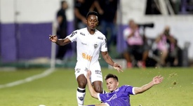 Cazares se entrenó con Corinthians y espera la oficilidad. EFE