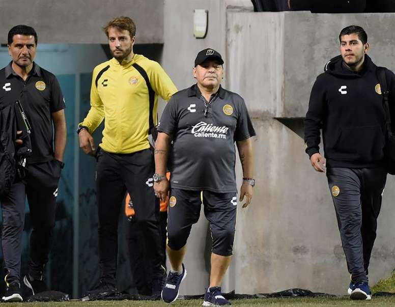 La breve detención que sufrió Maradona al llegar a Argentina. EFE