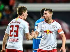 Orban (d) hizo el gol del empate en el minuto 89. EFE