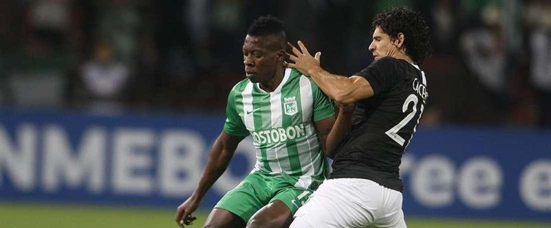 Atlético Nacional no pudo darle una alegría a su afición. EFE