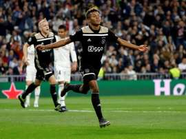 David Neres could swap Amsterdam for Merseyside. EFE
