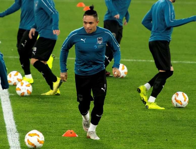 Cristian Ramírez hizo el primer gol de Champions de la historia del club ruso. EFE
