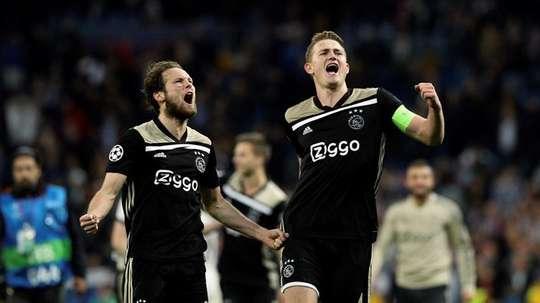 Blind offre la victoire à l'Ajax. EFE