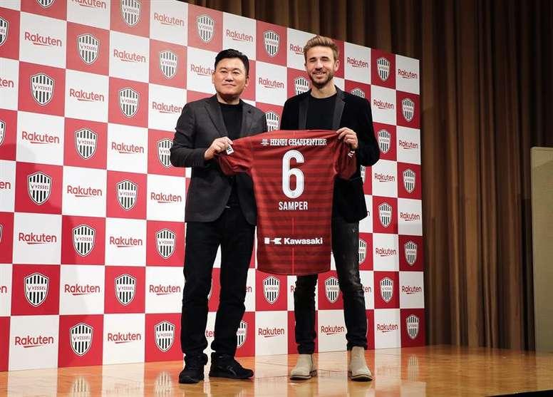 Samper, presentado como nuevo jugador del Vissel Kobe. EFE