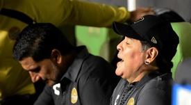 Maradona sonríe al ritmo de Escoboza. EFE/Archivo