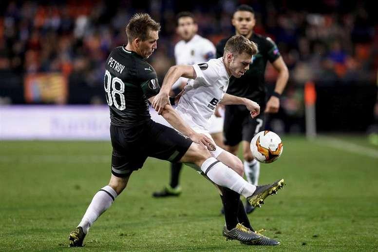 El Valencia pudo haber goleado en la primera parte. EFE
