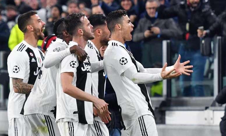 Cristiano Ronaldo marca hat-trick e coloca a Juve nos quartos. EFE