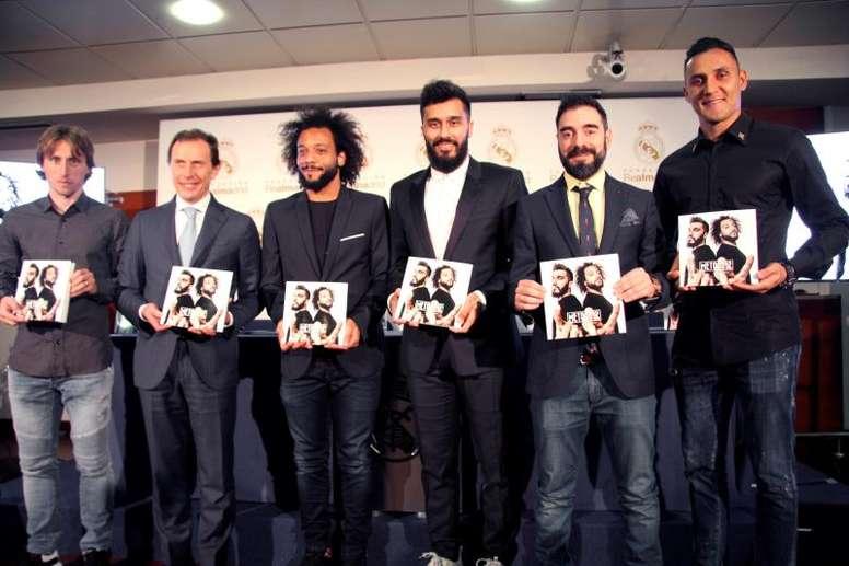 Marcelo estuvo acompañado por Butragueño, Modric y el autor de la obra, entre otros. EFE