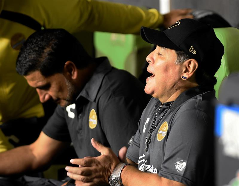 Diego Maradona se postula para ser el entrenador de Manchester United