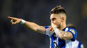 Possível acordo entre PSG e Porto por Alex Telles. EFE/Archivo