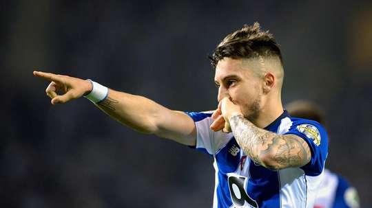 Alex Telles tem renovação complicada e deve deixar o Porto. EFE/Archivo