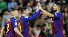 O Barcelona venceu com hat-trick de Messi e golo de Suárez. EFE