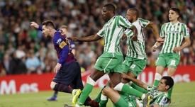 Canales se rindió a los pies de Messi. EFE