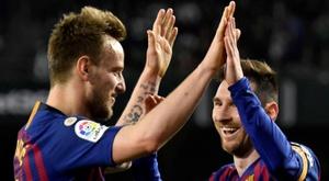 Rakitic et Messi sont dans l'équipe-type. EFE