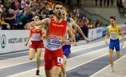 Alvaro de Arriba celebra su triunfo en la final de los 800 metros en pista cubierta en Glasgow. EFE/Archivo