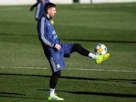 Hay quien le echa en cara que no es el mismo con el Barça que con Argentina. EFE