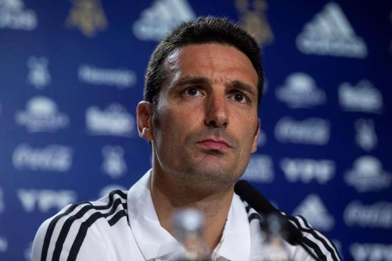 Scaloni has already decided on eight of his team for the Colombia clash. EFE