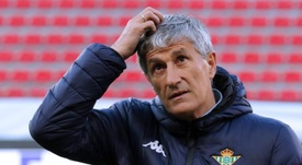 Quique Setien must decide whether to sign a replacement for Suarez. EFE