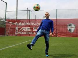 Iniesta imagine son avenir sur les bancs. EFE